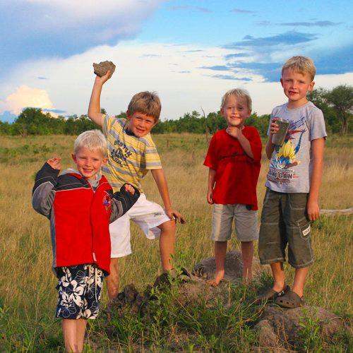 Family Safari The Hide Game Walk